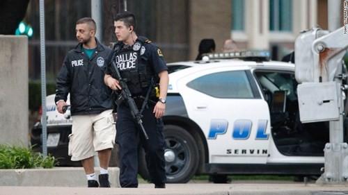 Cảnh sát tăng cường lực lượng tại khu vực xảy ra vụ xả súng