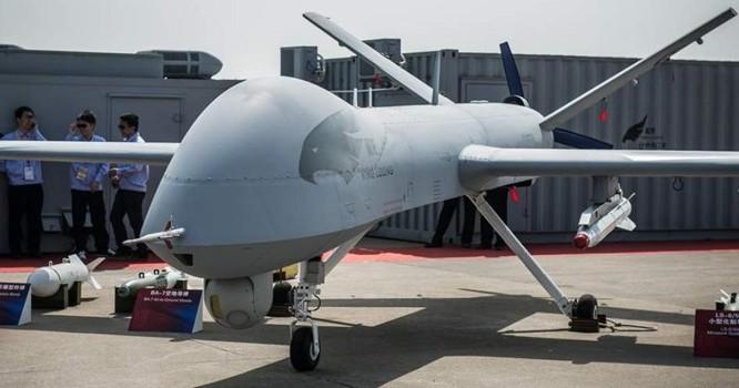 Phi cơ không người lái Dực Long của Trung Quốc được giới thiệu tại Triển lãm hàng không quốc tế Châu Hải ngày 13/11/2012. AFP