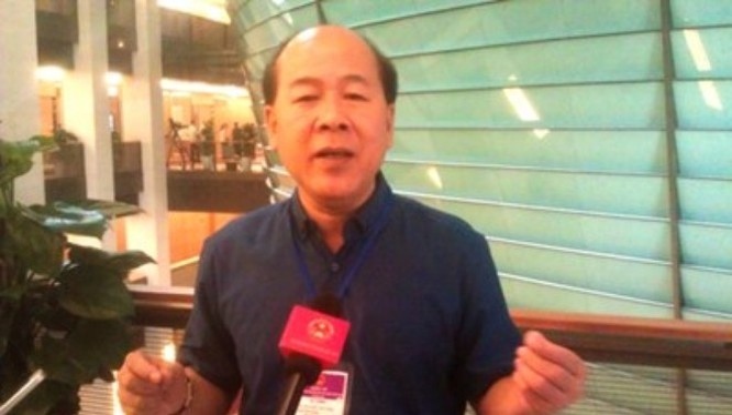 Thứ trưởng Bộ GTVT Nguyễn Văn Công trao đổi với báo chí.