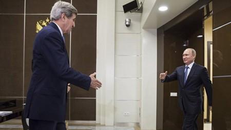 Cuộc gặp cấp cao nhất đầu tiên giữa Nga và Mỹ kể từ khi quan hệ hai nước trở nên căng thẳng do khủng hoảng Ukraine diễn ra tại khu nghỉ mát Sochi bên bờ Biển Đen của Nga ngày 12/5.