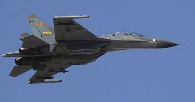 Su-27 của Nga.