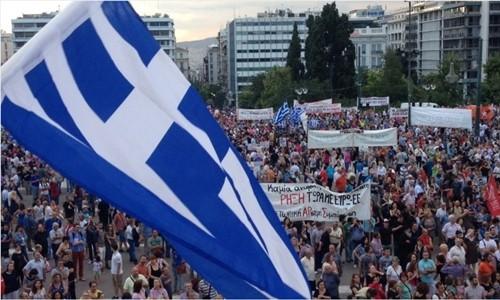 Người dân Hy Lạp biểu tình phản đối thắt chặt tại Athens. Ảnh:AP