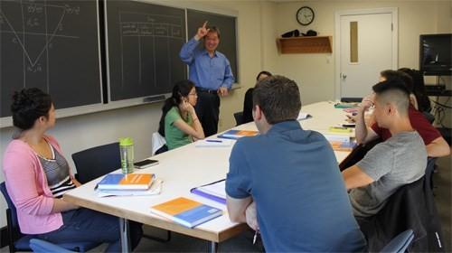 GS-TS Ngô Như Bình đã gắn bó với công tác giảng dạy tiếng Việt hơn 20 năm qua tại Đại học Harvard - Ảnh: NV cung cấp