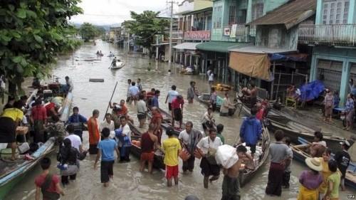 Mưa bắt đầu từ giữa tháng 7 và người dân Myanmar đã phải sơ tán khỏi những nơi chịu thiệt hại nặng. Ảnh: EPA
