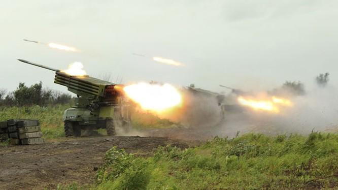 """Tổ hợp pháo phản lực """"Tornado -G"""""""