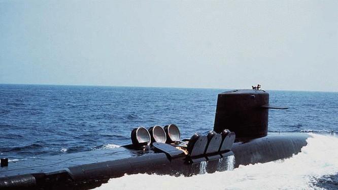 """Tàu ngầm hạt nhân tên lửa chiến lược """"Ohio"""" mở nắp phóng"""