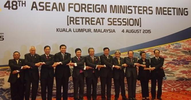 Ngoại trưởng các nước ASEAN tham gia hội nghị.