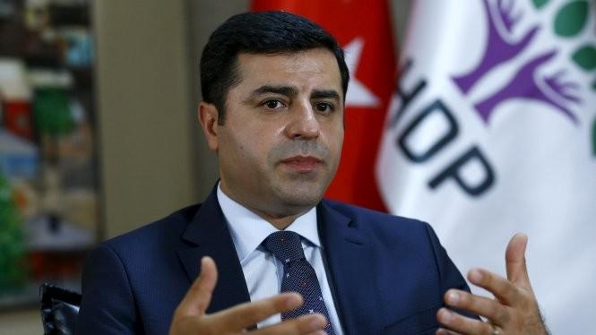 Ông Selahattin Demirtas, lãnh đạo Đảng Dân chủ nhân dân, kêu gọi thế giới lên án hành động của Thổ Nhĩ Kỳ - Ảnh: Reuters
