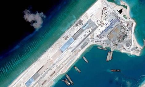 Hình ảnh vệ tinh cho thấy đường băng dài 3.000 mét mà Trung Quốc đã xây dựng trên Đá Chữ Thập thuộc quần đảo Trường Sa của Việt Nam.