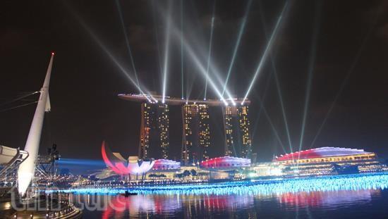 Vịnh Marina, địa điểm nổi tiếng Singapore tỏa sáng trong đêm.