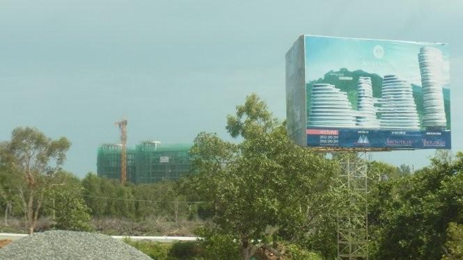 Nhiều nông dân, ngư dân đã dời đi để nhường đất cho những dự án lớn ở Phú Quốc - Ảnh: Tiến Trình
