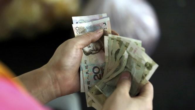 Đồng NDT liên tục sụt giá trong ba ngày qua - Ảnh: Reuters