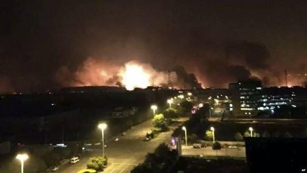 Quả cầu lửa có thể được nhìn thấy trên bầu trời thành phố Thiên Tân - Ảnh: BBC