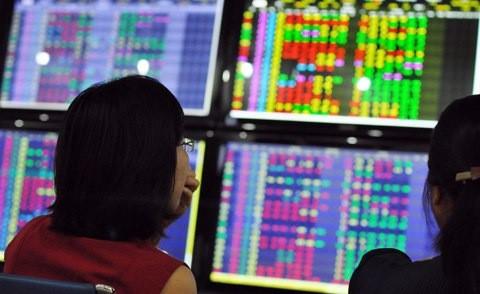 Cổ phiếu ngân hàng đồng loạt lao dốc, chứng khoán đỏ sàn
