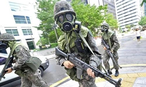 Binh sĩ Hàn Quốc tham gia diễn tập chống khủng bố bên lề tập trận quân sự chung Mỹ - Hàn Ulchi Freedom Guardian ở thủ đô Seoul năm 2014. Ảnh: AFP.