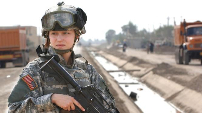 """Chiêm ngưỡng vẻ đẹp """"gai góc"""" của nữ binh sỹ Mỹ"""