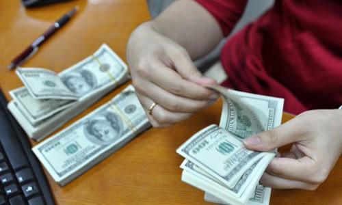 Đôla ngân hàng và tự do liên tục tăng trong sáng nay. Ảnh:Anh Quân.