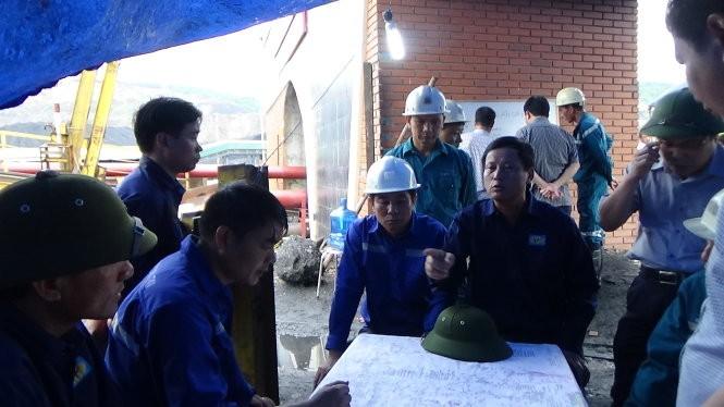 Công ty than Hòn Gai và các đơn vị bàn phương án cứu hộ