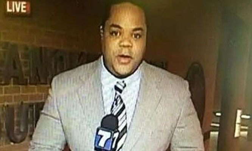 Vester Flanagan, người bị tình nghi là thủ phạm bắn chết hai nhân viên đài WDBJ7, trong một lần ghi hình trực tiếp. Ảnh: Mirror