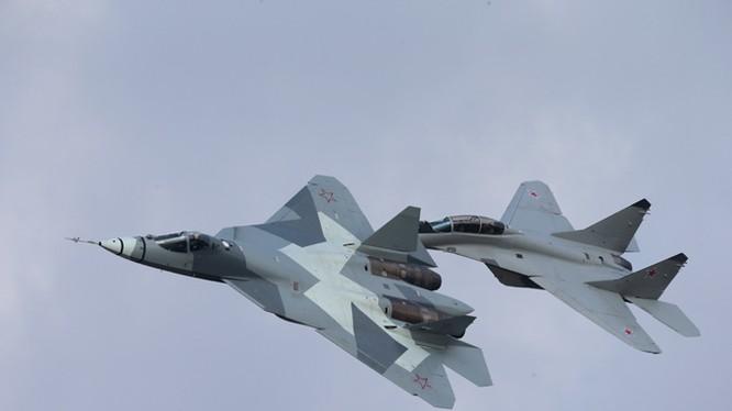 Siêu tiêm kích tàng hình T-50 - mãnh điểu bầu trời của không quân Nga