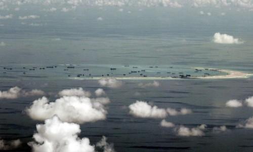 Trung Quốc bồi đắp trái phép các đá ở Biển Đông. Ảnh: Reuters