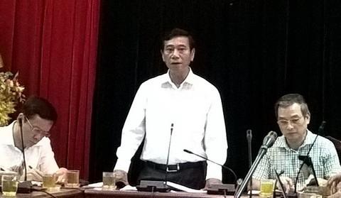 """Ông Đỗ Viết Bình, Chủ tịch UBND quận Ba Đình: """"Chúng tôi muốn làm tốt nhưng người dân vẫn không đồng ý""""."""