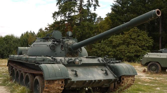 T-54 và T-55 là tên gọi một thế hệ xe tăng sản xuất tại Liên Xô và trang bị cho quân đội nước này từ năm 1947 đến 1962. Đây là mẫu xe tăng sản xuất nhiều nhất với tổng số 95.000 xe xuất xưởng