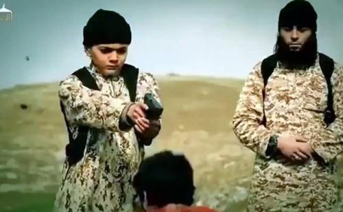 """Nhà nước Hồi giáo huấn luyện các """"sát thủ nhí"""" giết người không ghê tay"""