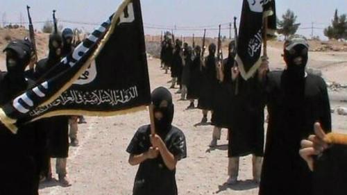 IS bắt cóc trẻ em để huấn luyện chúng trở thành những sát thủ sẵn sàng hy sinh vì tổ chức. Ảnh minh họa: Alarabiya