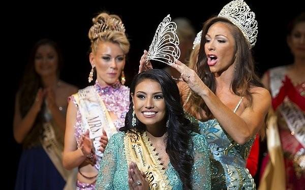 """Chiêm ngưỡng nhan sắc tuyệt vời của """"Hoa hậu Hoàn vũ"""" - cô gái của bộ lạc Indian"""