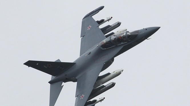 Máy bay huấn luyện Yakovlev Yak-130