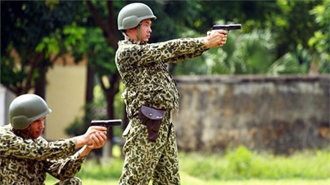 Lính đặc công luyện tập tác chiến chống khủng bố
