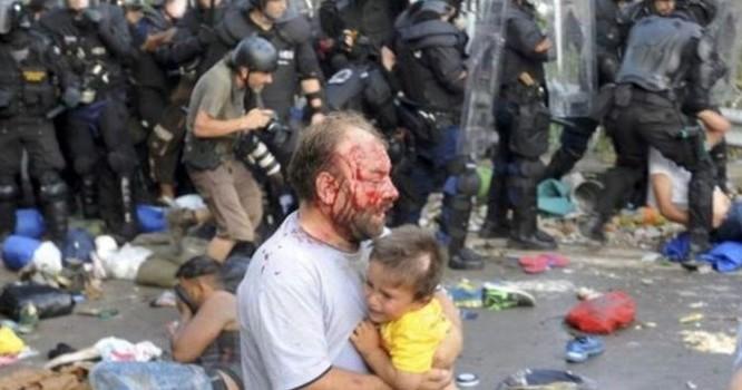 Người di cư cáo buộc đã bị cảnh sát Hungary đối xử tàn tệ - Reuters.