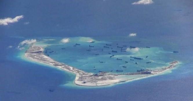 Tàu Trung Quốc xuất hiện trái phép trong các vùng nước xung quanh Đá Vành Khăn thuộc quần đảo Trường Sa của Việt Nam. (Nguồn: Reuters).