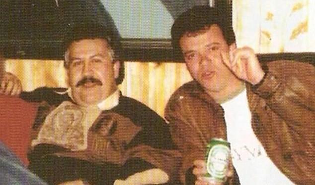 Kẻ sát nhân: 'Popeye' Vasquez (phải) đã giết hơn 300 người và ra lệnh giết 3.000 (trái) trong triều đại khủng bố Pablo Escobar