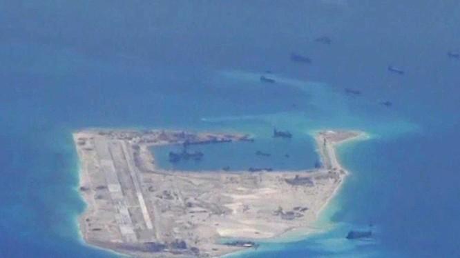 Ảnh chụp Trung Quốc bồi đắp đảo nhân tạo từ máy bay do thám P-8A Poseidon Hải quân Mỹ 21.05,2015.