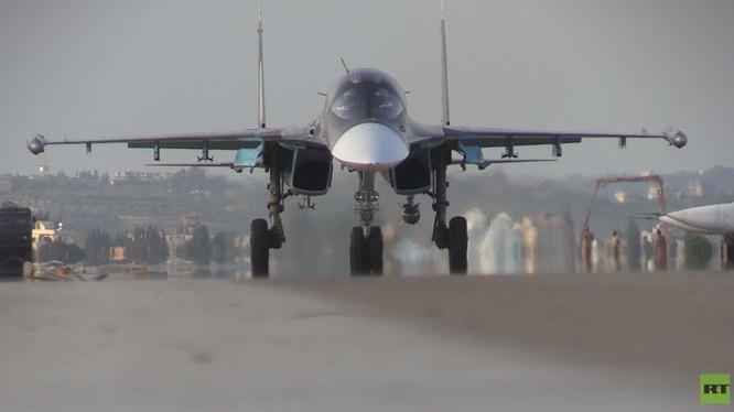 Đột nhập căn cứ không quân Nga ở Latakia