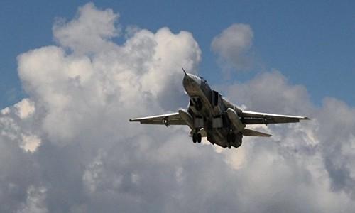 Một chiếc Su-24 cất cánh từ căn cứ ở Latakia, Syria, để không kích Nhà nước Hồi giáo. Ảnh: Sputnik.