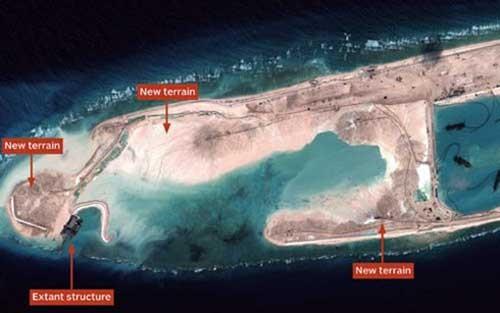 Hình ảnh vệ tinh cho thấy hoạt động của Trung Quốc xây đảo trái phép ở Biển Đông. Ảnh: Vox.com.