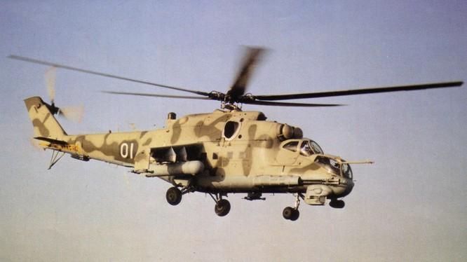 """""""Xe tăng bay"""" Mi - 24P ra uy trên bầu trời Latakia - Syria"""