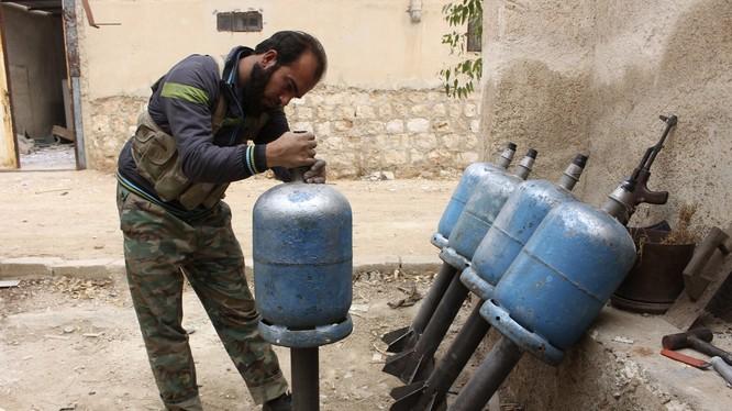 """Những vũ khí khiến chiến binh IS bỗng dưng... """"tự sát""""!"""
