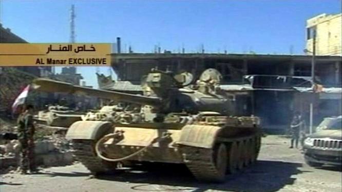 Bị xe tăng dồn vào tuyệt địa, chiến binh Al-Qaeda tự quay video khoảnh khắc bị tiêu diệt.
