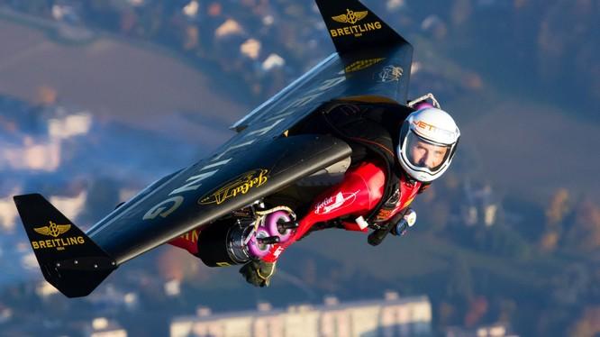 Jetman, tham vọng bay của con người đang thành hiện thực