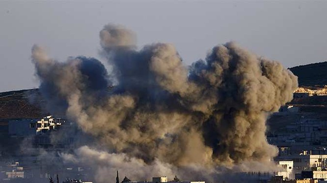 Nga tiếp tục ném bom, quân đội Syria đổ đạn vào khủng bố