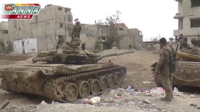 Clip kịch chiến ác liệt giữa xe tăng T-72 Syria chống hỏa điểm IS
