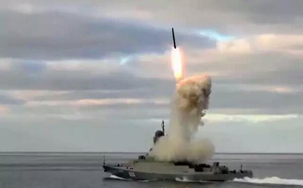 """Hải quân Nga sẽ có những khinh hạm """"tử thần"""" mang tên lửa Kalibr"""