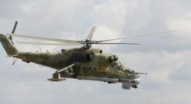 Vài mét cách tử thần - Clip Mi-24 không quân Syria ném bom