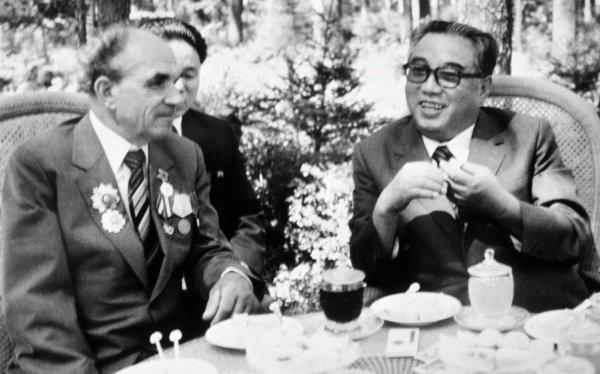 Chủ tịch Kim Nhật Thành và Yakov Novichenko