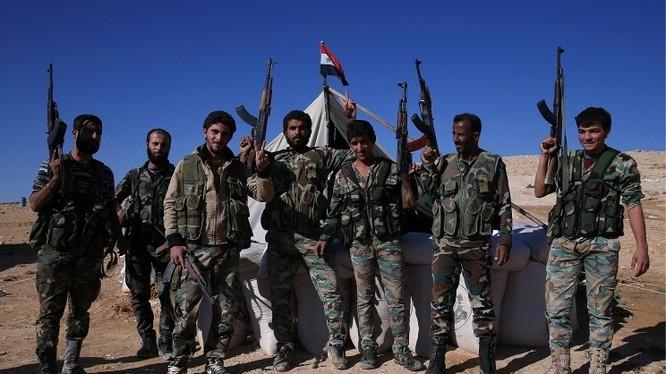 """Quân đội Syria giành lại tuyến đường chiến lược, """"cửa mở"""" chiếm lại Aleppo"""