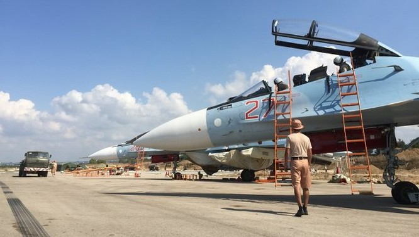 Phóng viên nước ngoài thăm căn cứ quân sự Nga ở Syria
